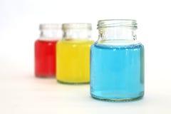 在瓶的颜色水 免版税图库摄影