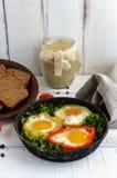 在甜椒的圆环的煎蛋 免版税图库摄影