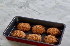 在甜酥饼干,顶视图,特写镜头,选择聚焦的新鲜的被烘烤的巧克力曲奇饼 库存照片