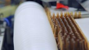 在生产线的医疗小瓶 医学细颈瓶工厂线 影视素材