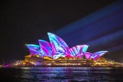 在生动的悉尼的悉尼歌剧院2017年 免版税库存照片