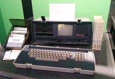 在生存计算机博物馆的奥斯本行政便携式的葡萄酒计算机 库存照片
