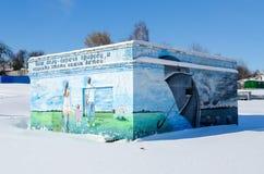 在生态题材的街道画和在辅助大厦,戈梅利,白俄罗斯墙壁上的环境保护  免版税库存照片