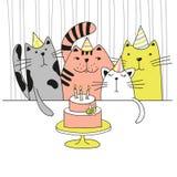 在生日聚会的四只逗人喜爱的动画片猫 免版税库存图片