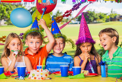 在生日聚会的孩子 库存图片