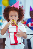 在生日聚会的愉快的孩子 图库摄影