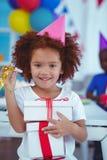 在生日聚会的愉快的孩子 库存图片