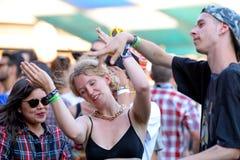 在生波探侧器节日的人舞蹈 免版税库存照片
