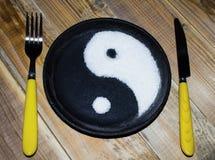 在生铁平底锅的尹杨标志 库存图片