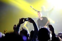 在生活音乐会的观众 库存照片