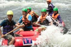 在用筏子运送赛跑的活动在泰国。 免版税库存图片