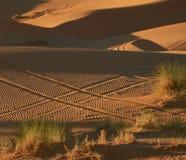 在用车轮做的沙子的Hashtag 免版税库存图片