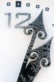 在用雪盖的室外的时钟 免版税库存照片