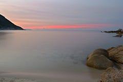 在田园诗热带海滩的日落 图库摄影
