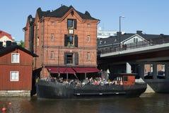 在甲板的夏天咖啡馆老干涉波尔沃的老部分 芬兰 免版税图库摄影