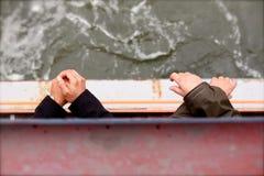 在甲板的所有手 免版税库存图片