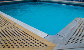 在甲板的游泳池 库存图片