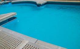 在甲板的游泳池 免版税库存图片