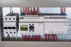 在电子内阁开关,控制继电器,扩展单元 免版税库存图片