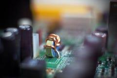 在电子线路安装的感应器 免版税库存照片