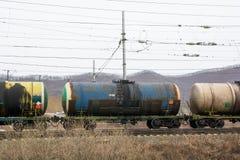 在电导线下的铁路储水池 免版税库存照片