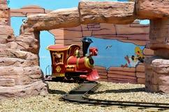 在电影世界英属黄金海岸Austr的Rideable微型铁路火车 免版税库存照片