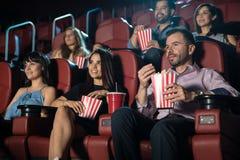 在电影院的年轻成人 免版税库存图片