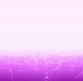 在电影院,定调子白色拷贝空间的桃红色的观察者 库存图片
