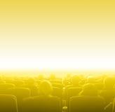 在电影院,黄色定调子的拷贝空间的观察者 免版税库存图片