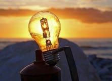 在电灯泡的日落 库存图片