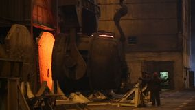 在电炉的钢铁生产,冶金植物 股票录像