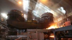在电炉的钢铁生产 巨大的铁器 影视素材