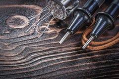 在电的木板的葡萄酒电子测试器电设备 库存照片