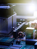 在电脑板的电子线路芯片 图库摄影