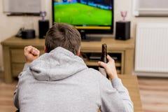 在电视的足球 图库摄影