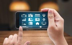 在电话房地产conce的系统app遥远的家庭控制系统 库存照片