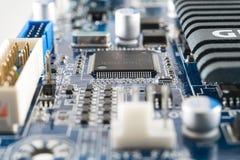 在电路板集成的计算机芯片 免版税库存图片