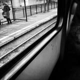 在电车 在黑白的艺术性的神色 库存照片