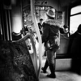在电车 在黑白的艺术性的神色 库存图片
