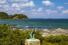 在男修道士的海岛的海岸的美人鱼 免版税图库摄影