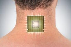 在男性人体的利用仿生学的芯片处理器植入管 图库摄影