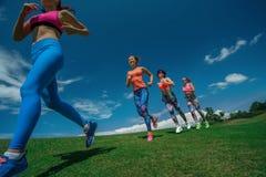 在疾走的赛跑者 免版税库存照片