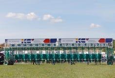 在疾驰跑马的空的startboxes 免版税库存图片