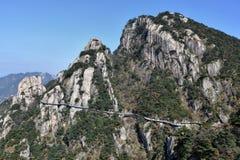 在登上Jiuhua,九座光彩的山的sideway上流 库存照片