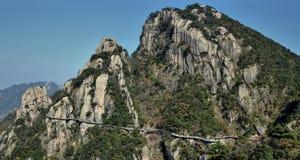 在登上Jiuhua,九座光彩的山的sideway上流 免版税库存照片