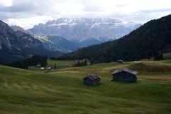 在白云岩山的美妙的阿尔卑斯风景 免版税库存照片
