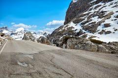 在白云岩的一条路 免版税库存照片