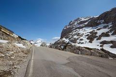 在白云岩的一条路 库存照片