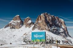 在白云岩的滑雪胜地Val加迪纳在冬天 免版税图库摄影
