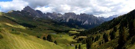 在白云岩的美好的山风景 库存照片